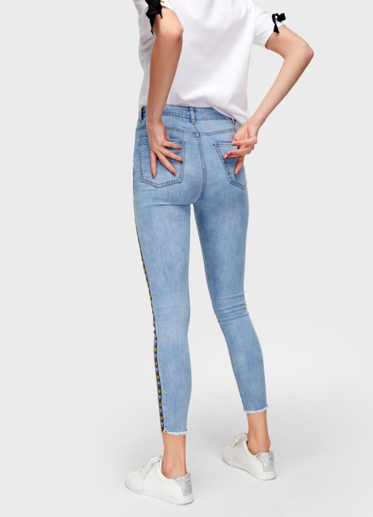 Узкие джинсы с тесьмой