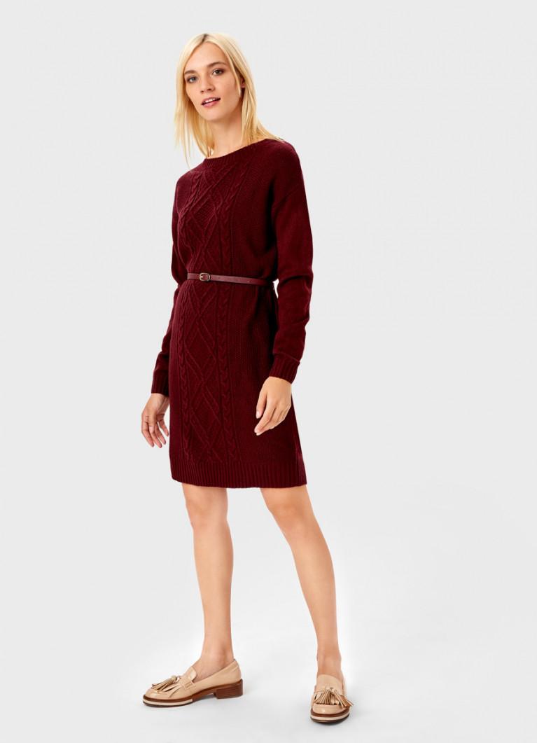 Вязаное платье с поясом