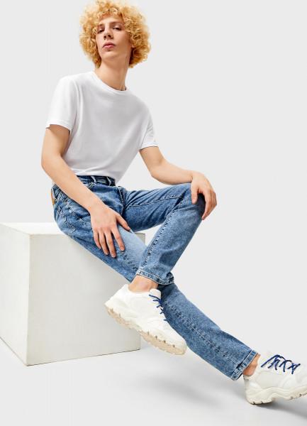 Светло-голубые узкие джинсы