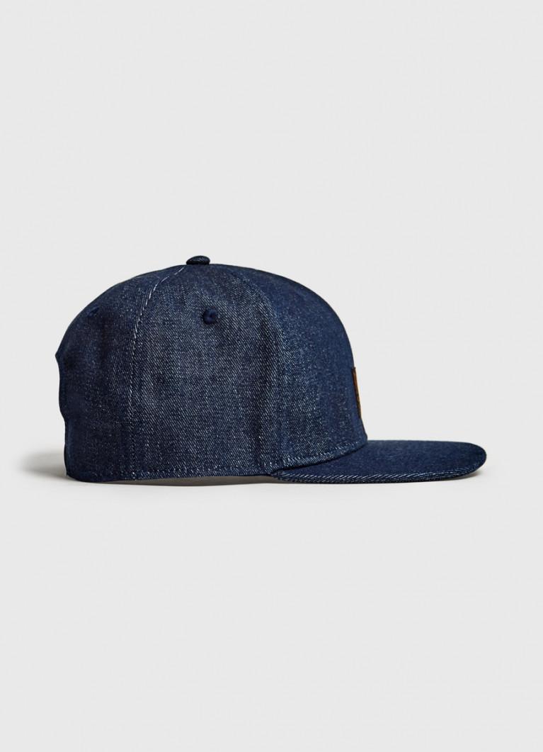Джинсовая кепка с прямым козырьком