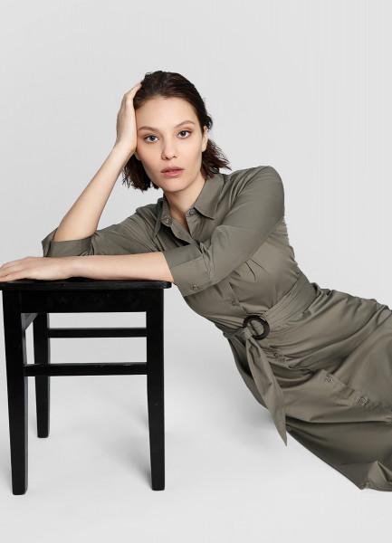 Платье-рубашка с роговой пряжкой фото