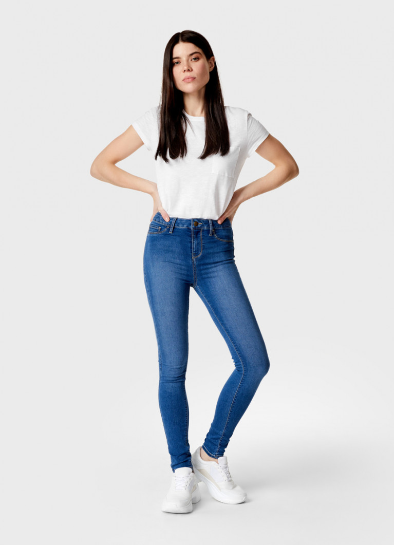 Узкие джинсы с высокой посадкой