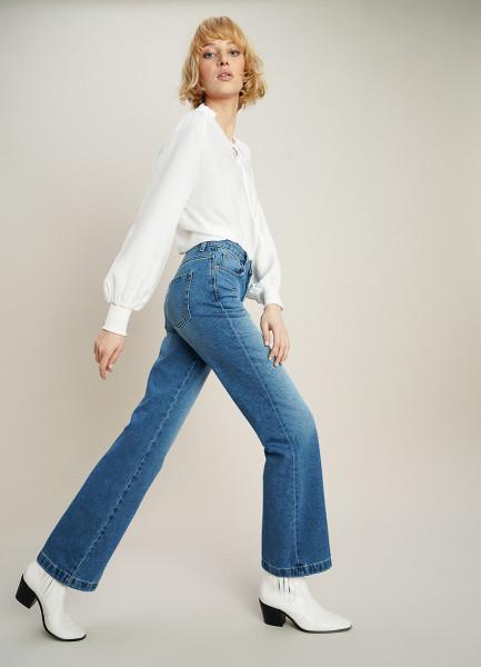 Расширенные по низу джинсы