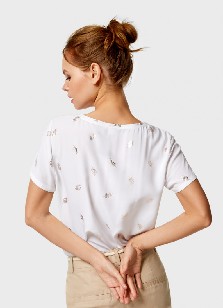 Блузка с блестящим принтом