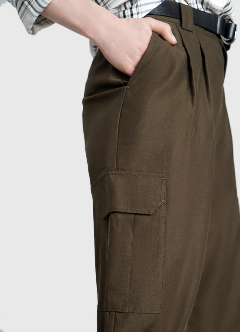 Брюки-карго с карманами и поясом