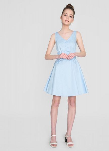 Платье с V-вырезом и поясом