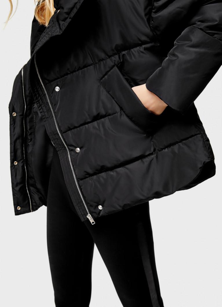 Объёмная куртка с воротником-стойкой