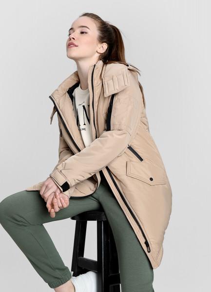 Утеплённая куртка с водозащитными молниями фото