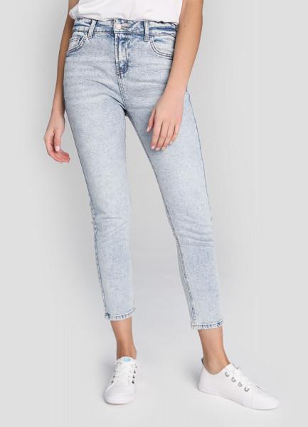 Узкие джинсы в голубой варке фото