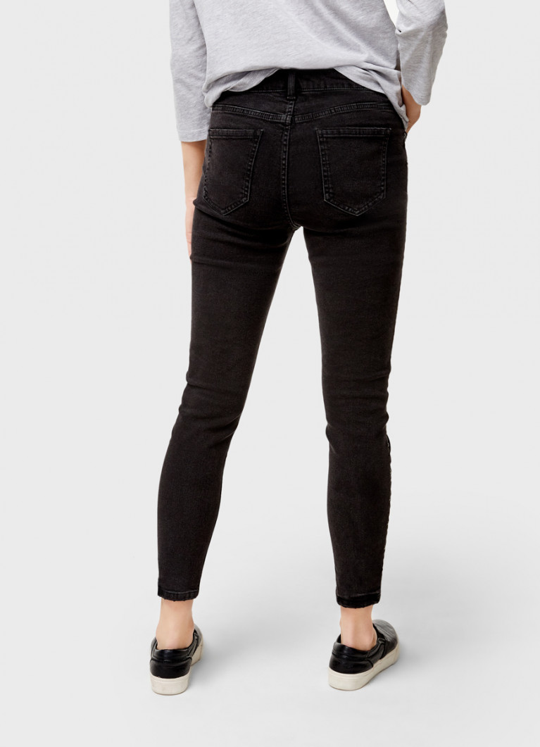 Узкие джинсы с металлическим декором