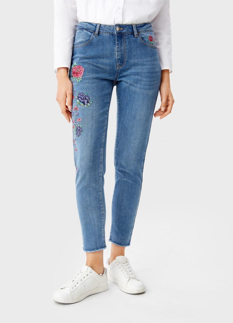 Узкие джинсы с вышивкой