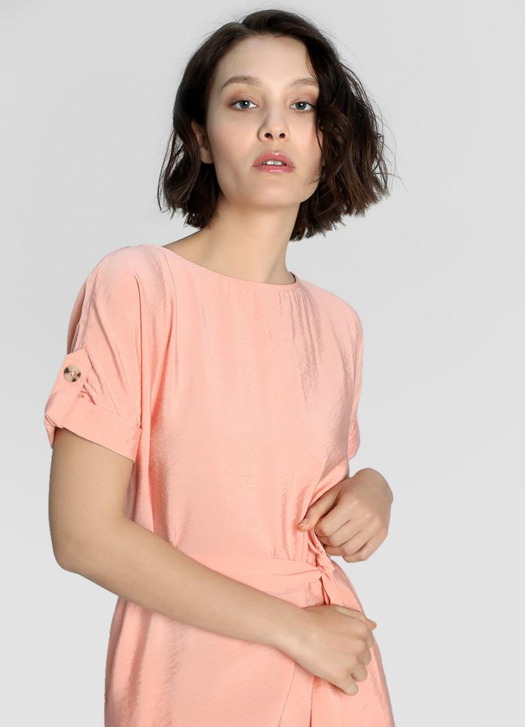 Платье прямого силуэта из структурной ткани