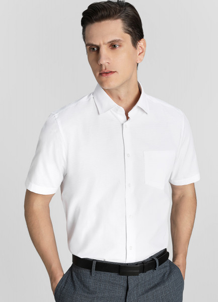 Рубашка из белой структурной ткани фото
