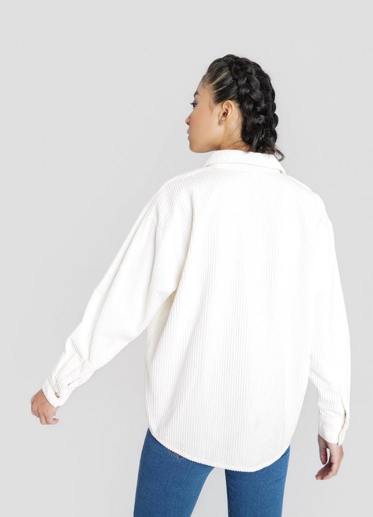 рубашка оверсайз с широкими джинсами