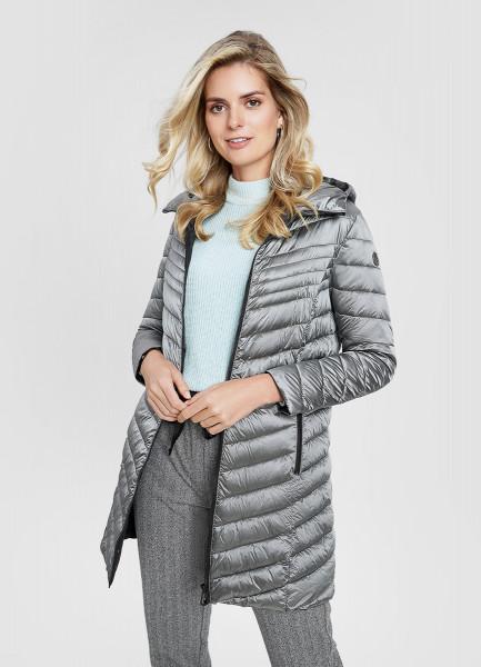 Удлинённая ультралёгкая куртка с капюшоном и стёжкой