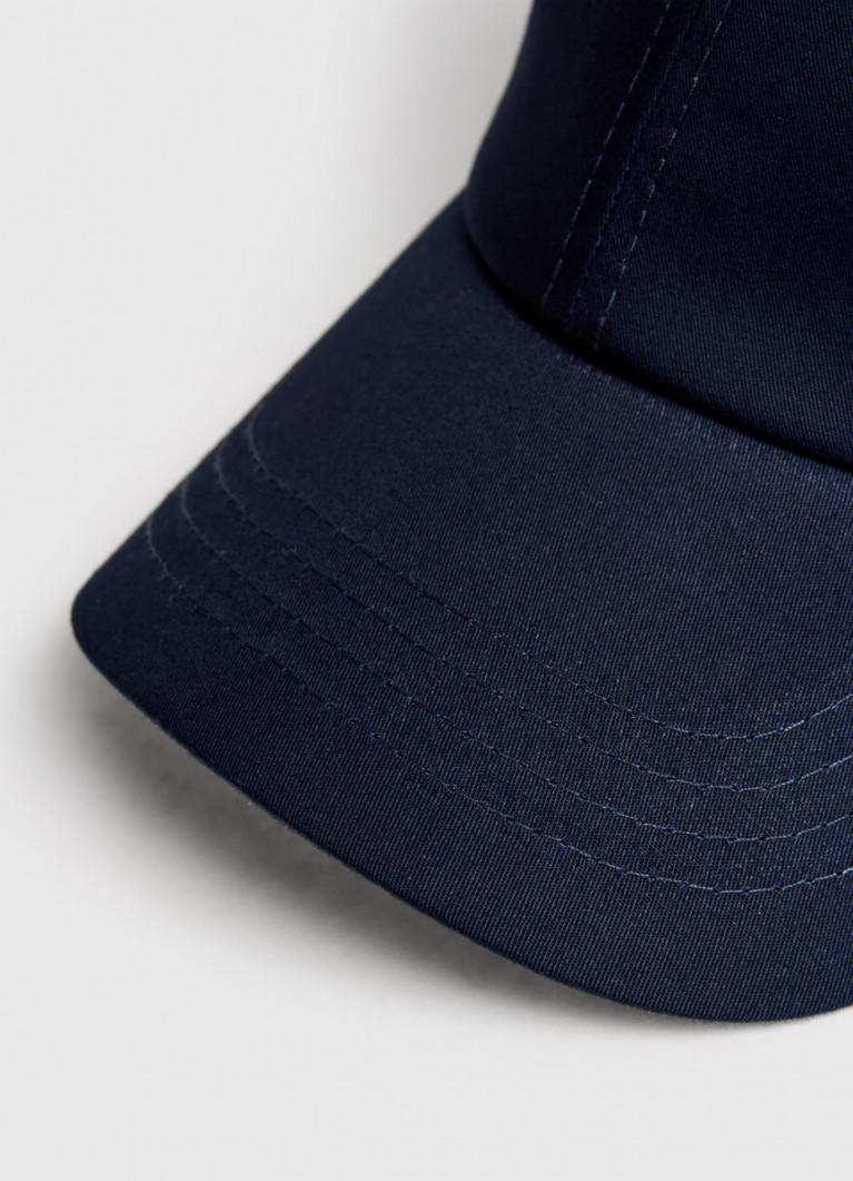 Базовая кепка с вышивкой