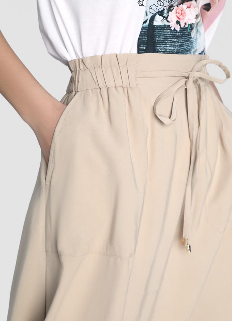 Юбка А-силуэта на кулиске с накладными карманами