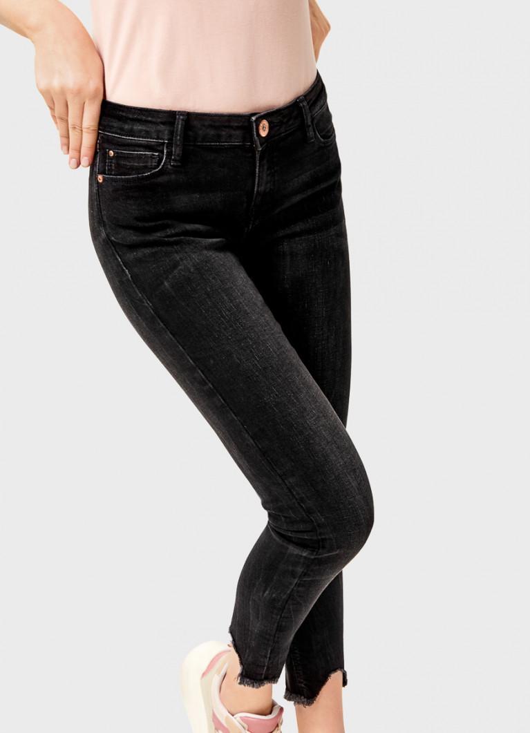 Суперузкие чёрные джинсы