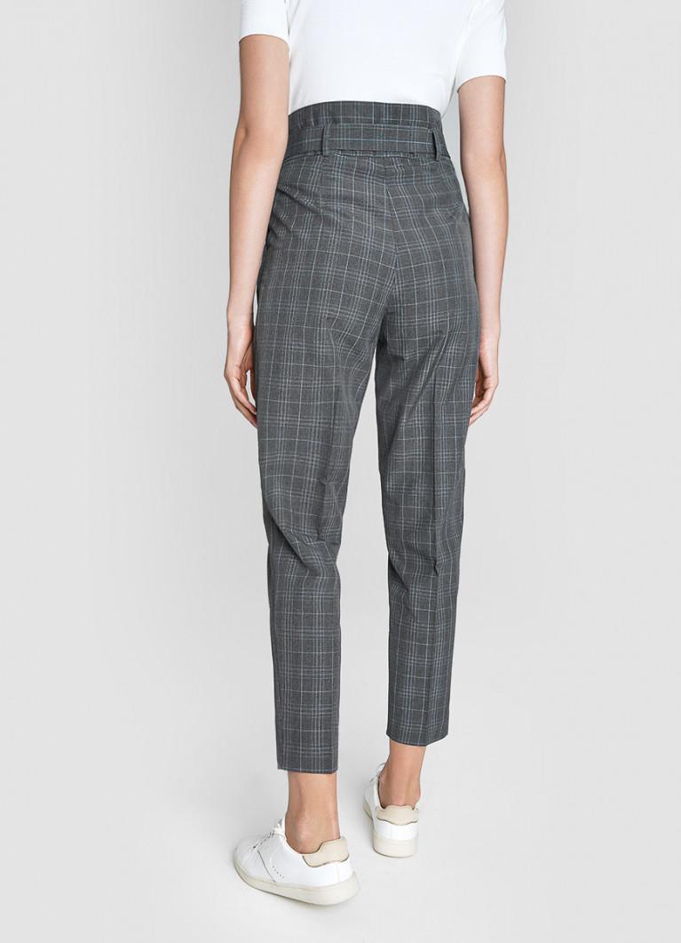Трендовые брюки со складками на поясе