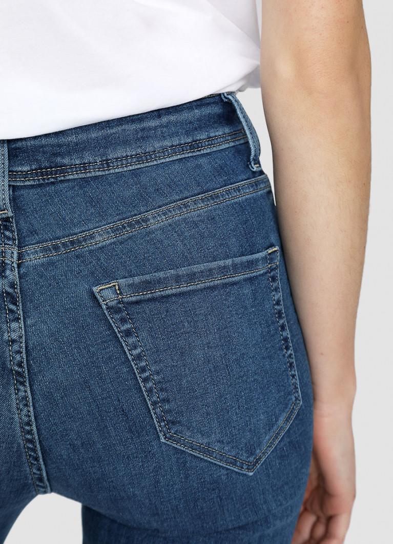 Узкие джинсы с необработанным низом