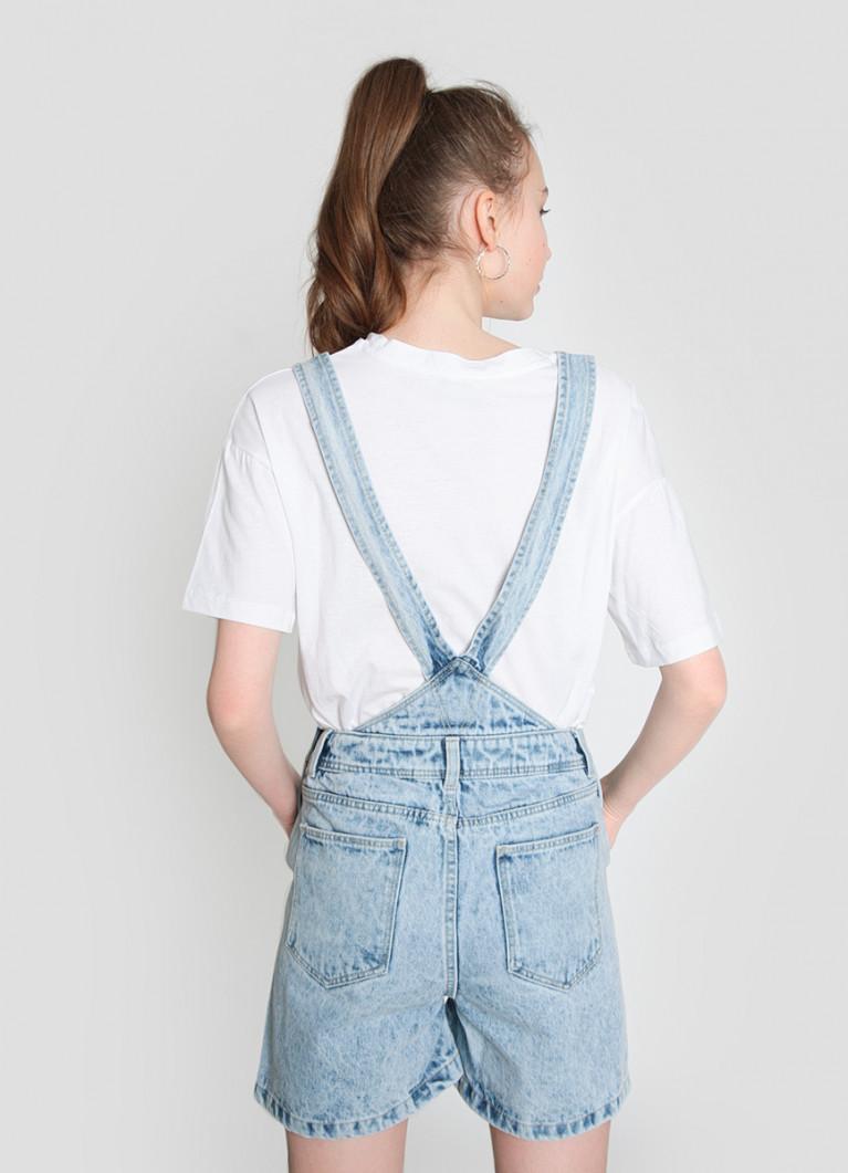 Короткий джинсовый комбинезон