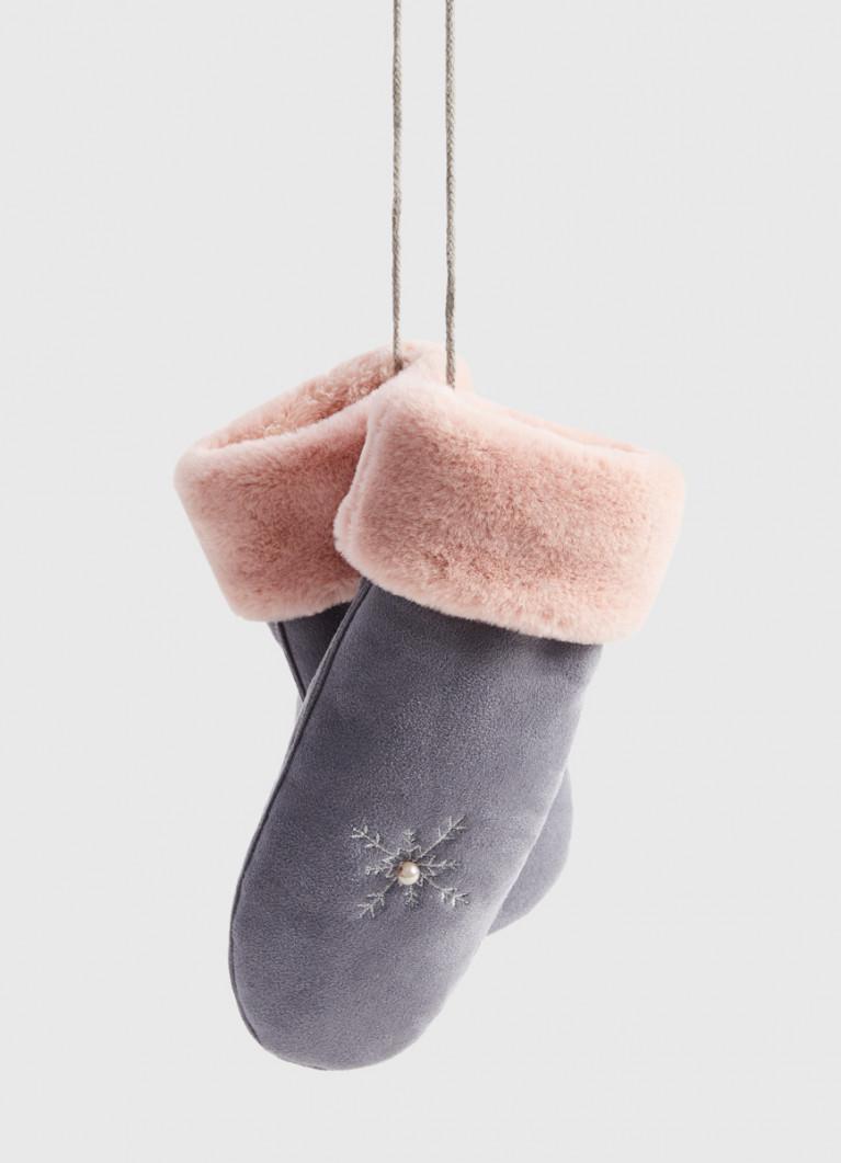 Варежки с вышивкой и шнурком