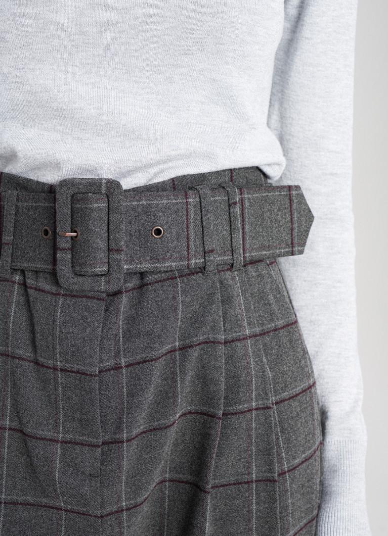 Зауженные брюки в клетку с пуговицами