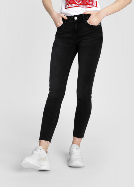 Укороченные суперузкие джинсы фото