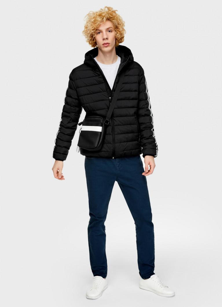 Куртка с принтом на рукаве