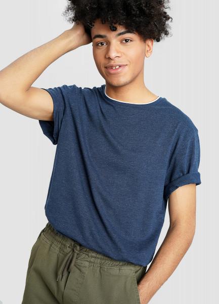 Базовая футболка с контрастными деталями
