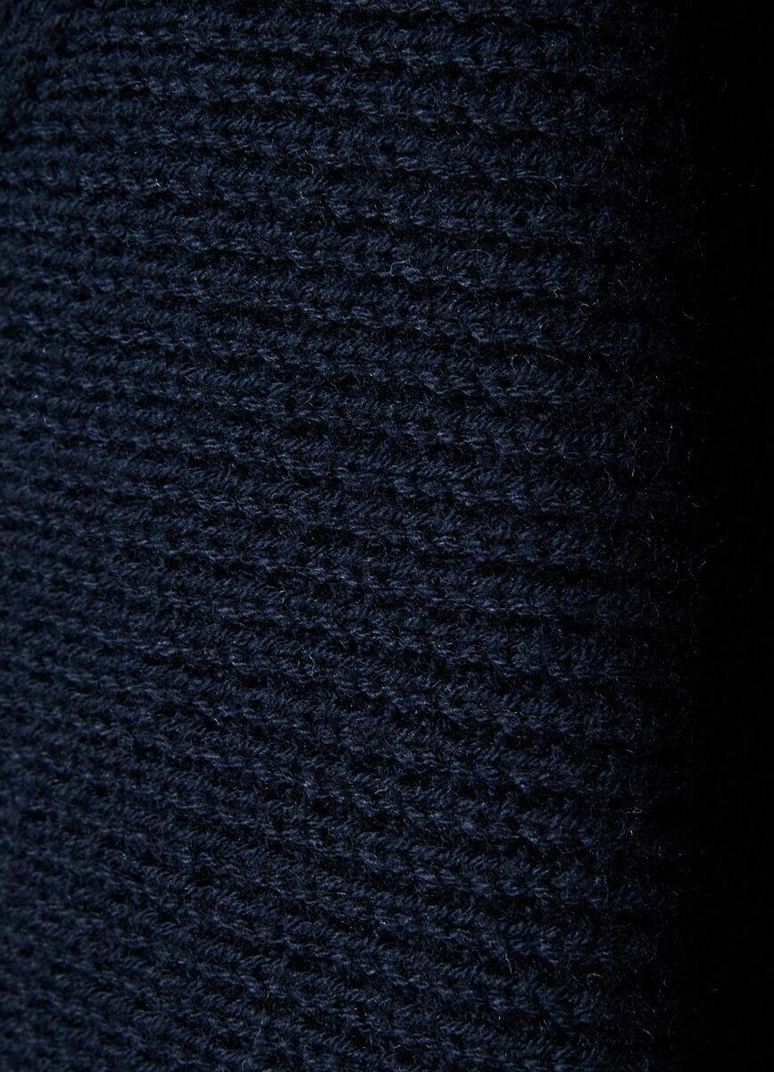 Джемпер со сложным воротом структурной вязки