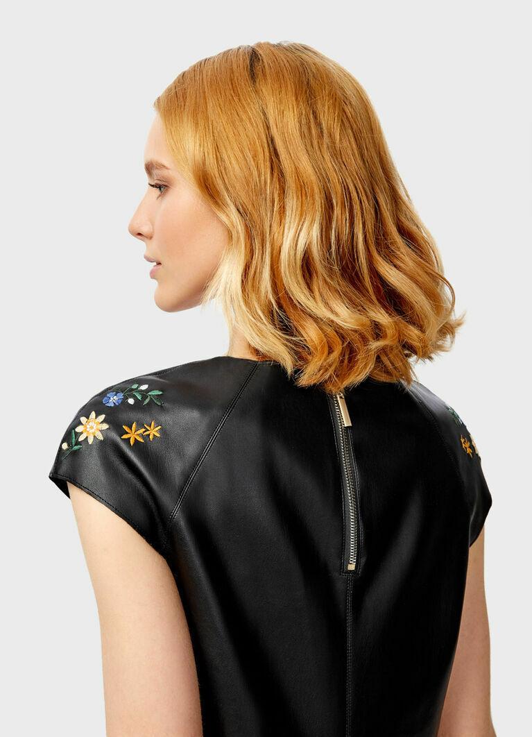 Платье из искусственной кожи с вышивкой