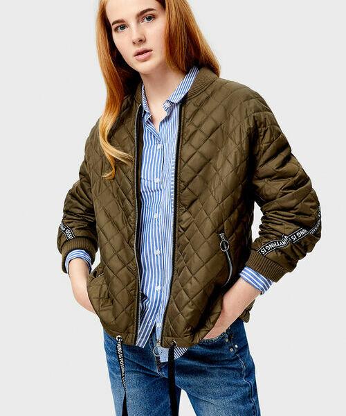 цены на Короткая куртка-бомбер с ромбовидной стёжкой в интернет-магазинах