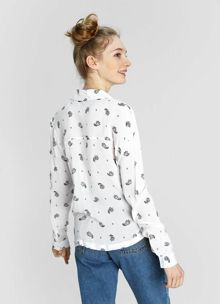 Рубашка в принт «огурцы с черепами»