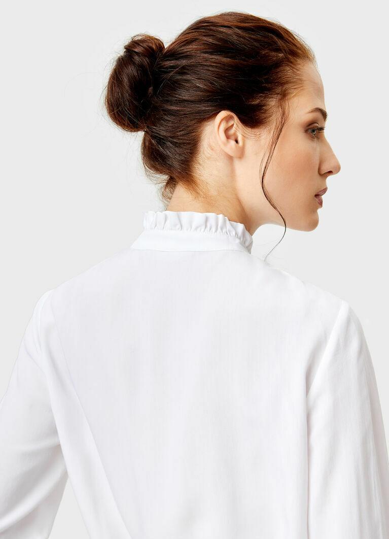 Блузка с викторианским воротником
