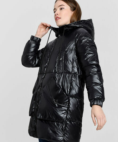 Пальто с капюшоном и накладными карманами