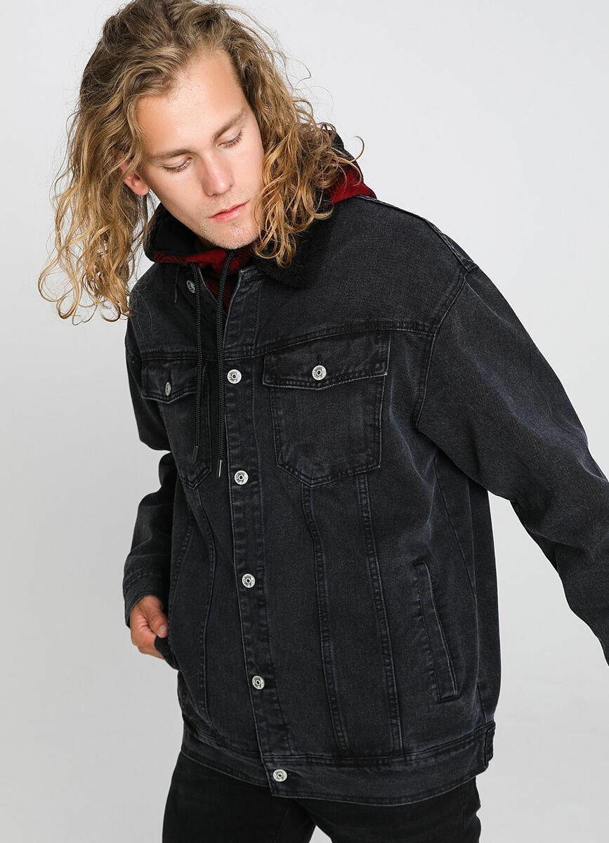 Джинсовая куртка с меховым воротником