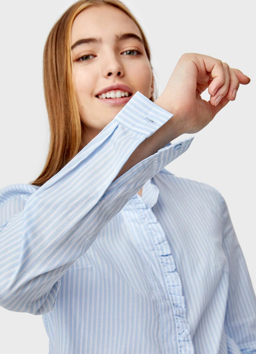 Рубашка с рюшей