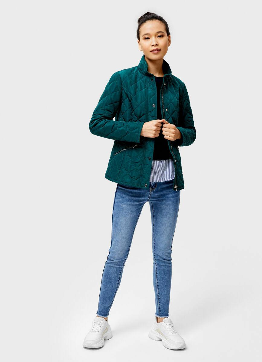 Приталенная стёганая куртка с воротником-стойкой