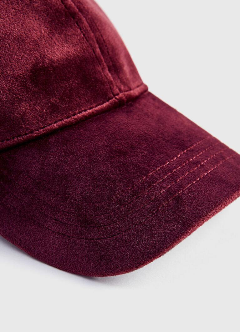 Велюровая кепка