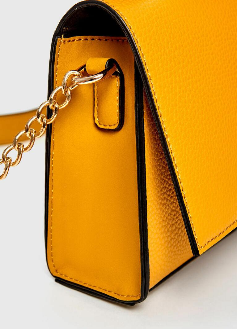 Яркая сумка с ремнём-цепочкой