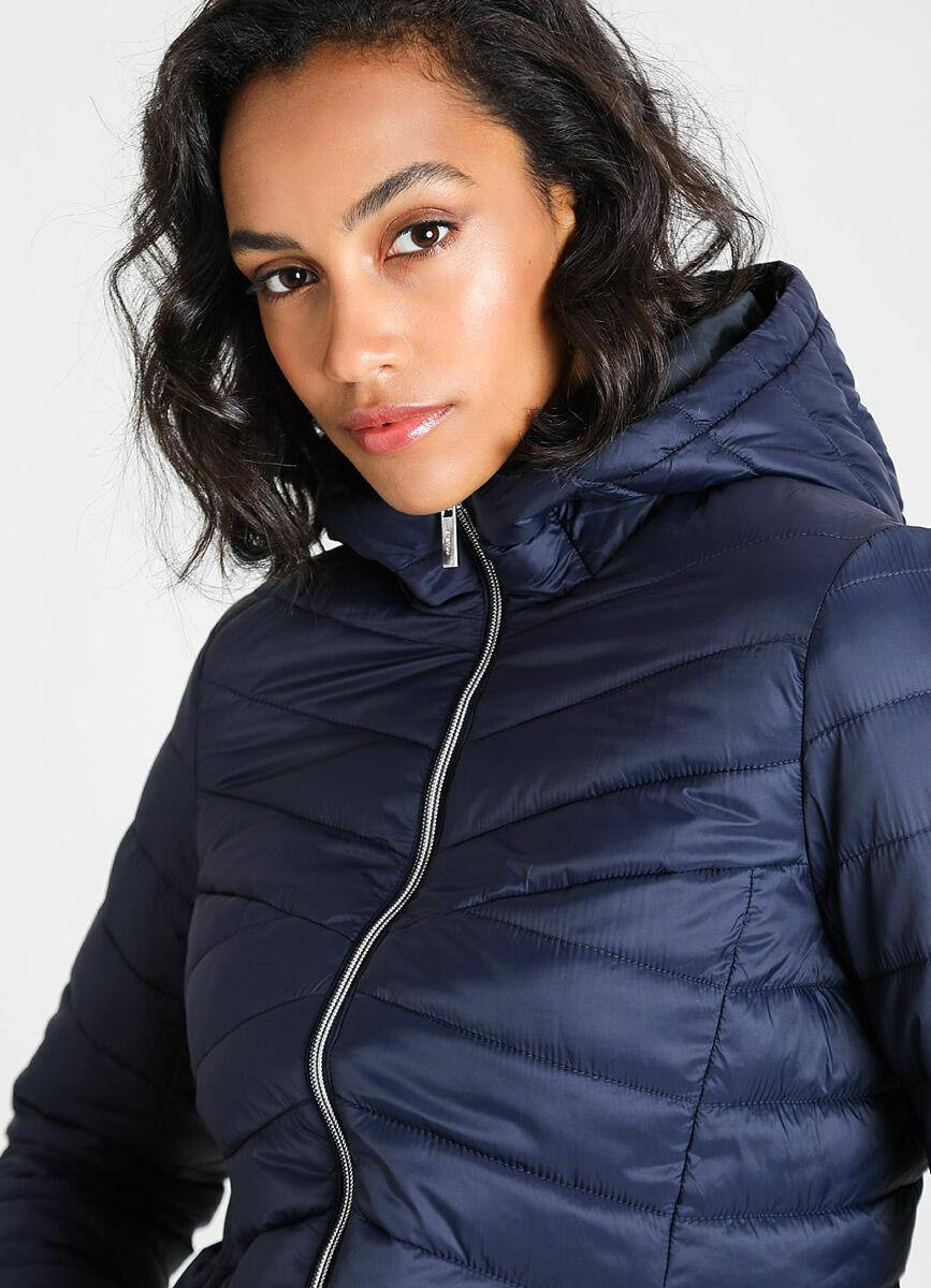 Базовая ультралёгкая куртка с капюшоном