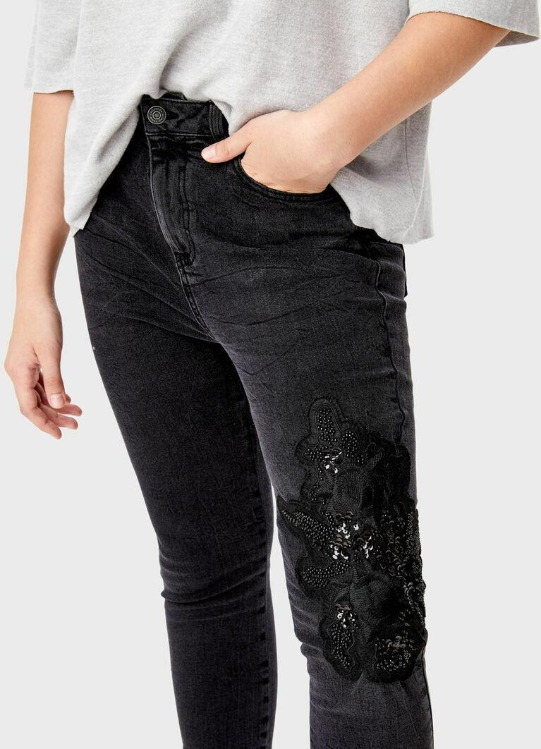 Узкие джинсы с вышивкой из бисера