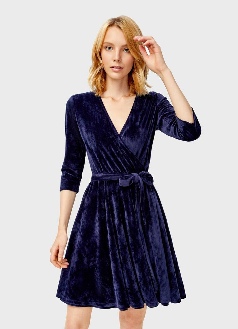 Велюровое платье с запахом