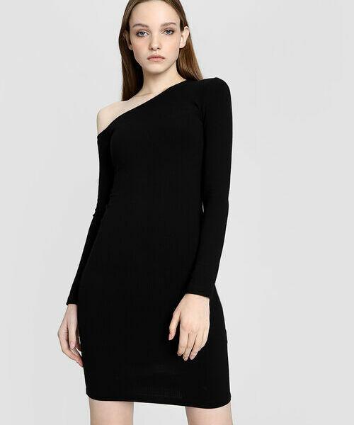 Асимметричное платье в рубчик