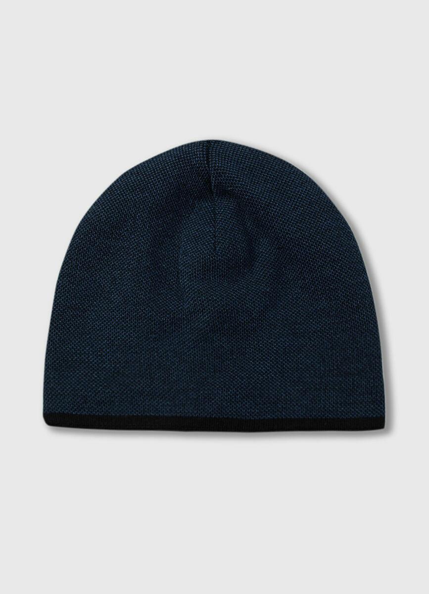 Однотонная шапка