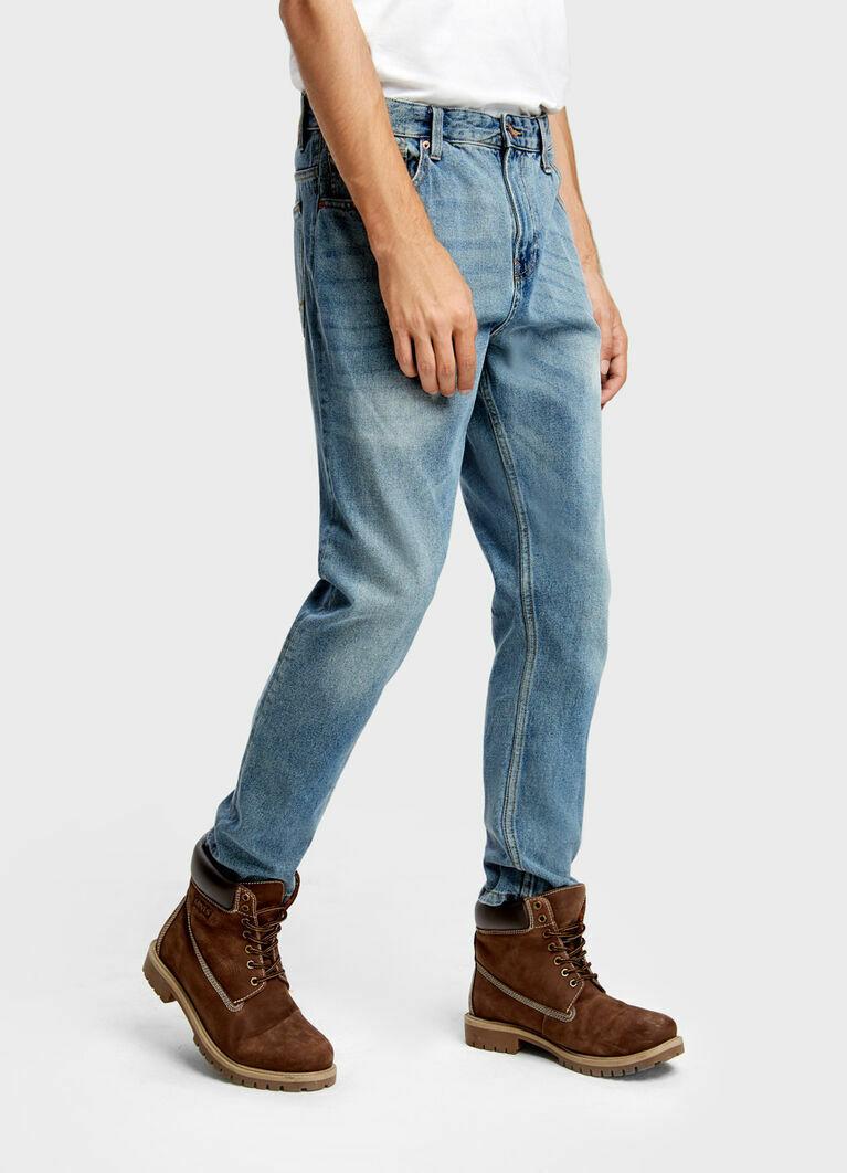 Светло-голубые винтажные джинсы