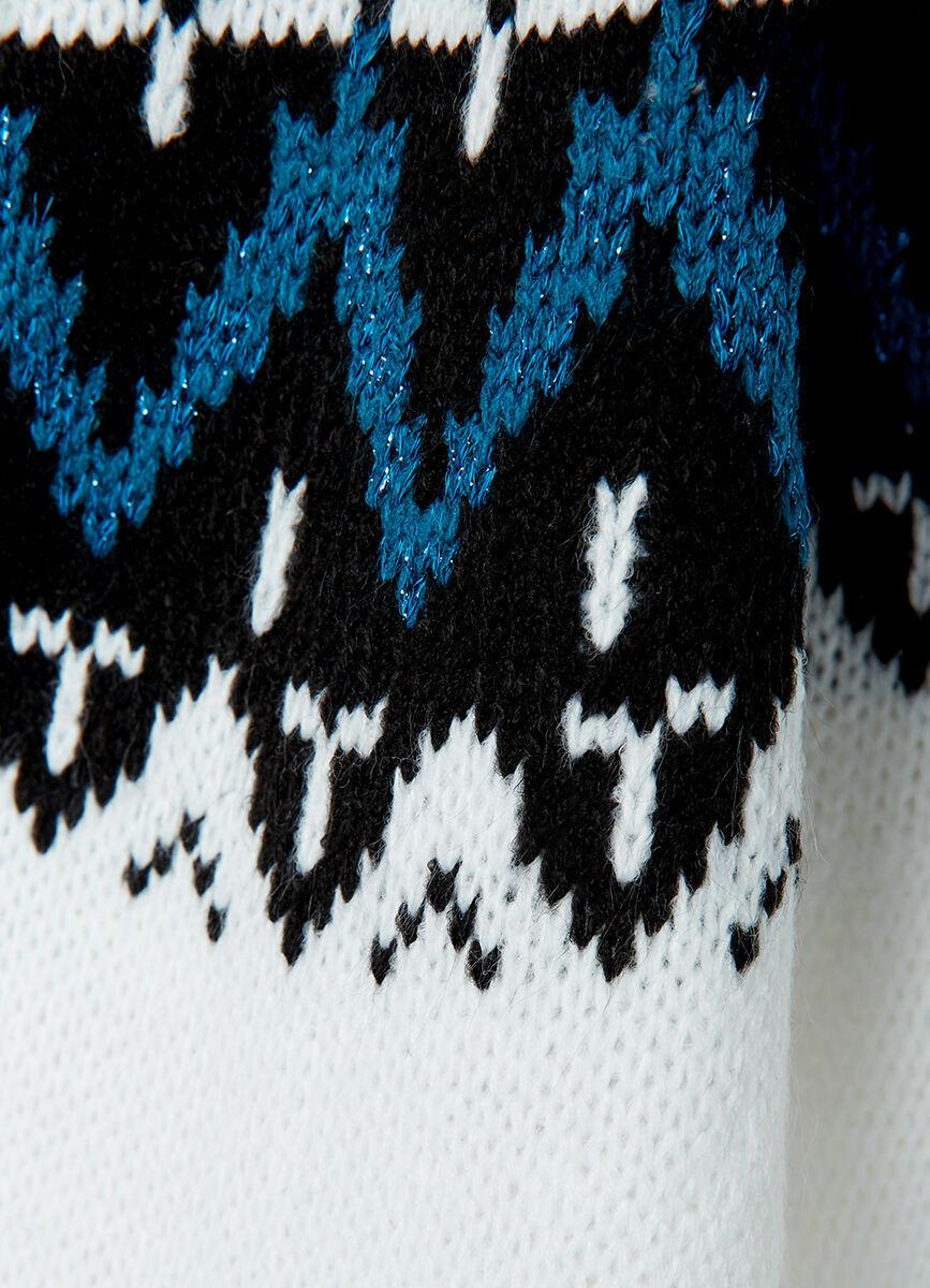 Вязаное платье с жаккардом и открытыми плечами