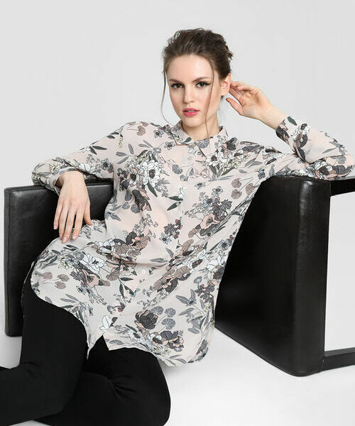 Удлинённая блузка из принтованного шифона фото