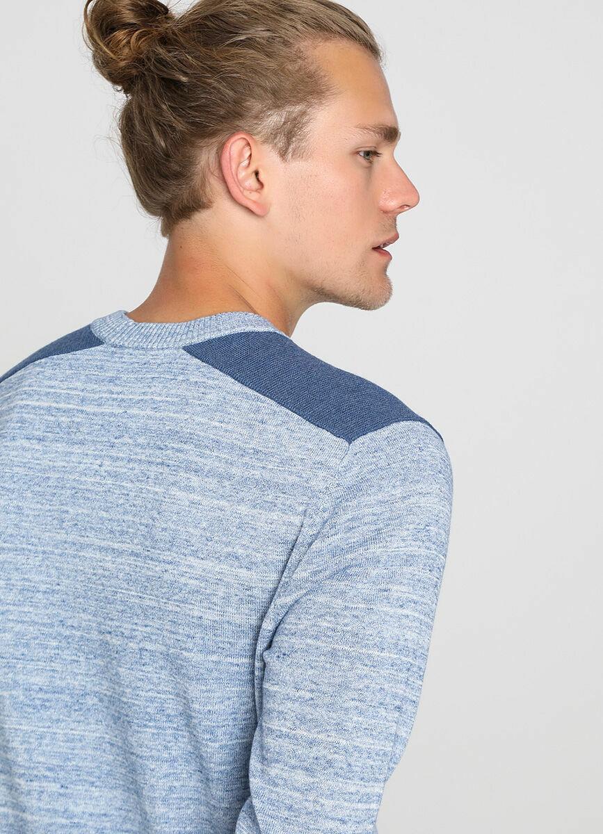 Джемпер с контрастными плечами